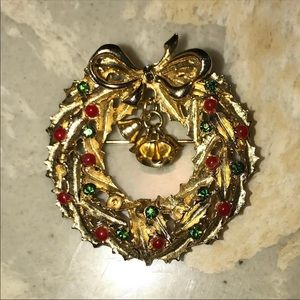 ART Signed Christmas Wreath Brooch